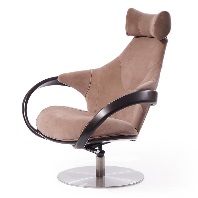 кресло руководителя с высокой спинкой