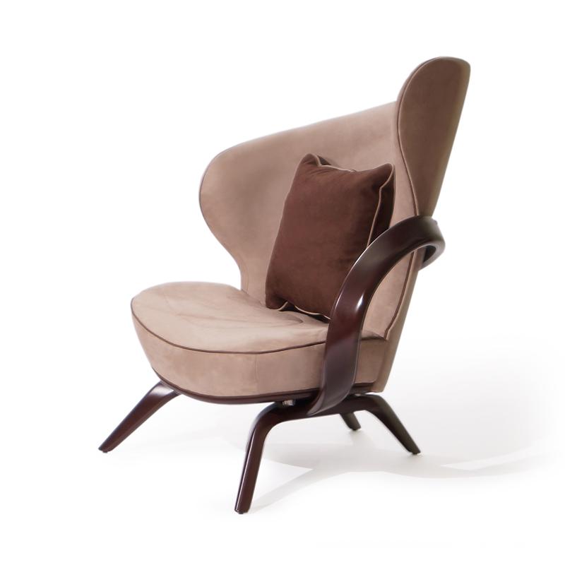 кресло для отдыха с деревянными подлокотниками купить