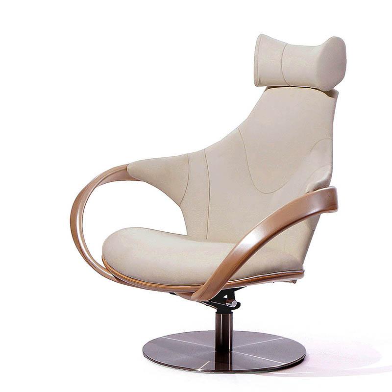 Белое кресло мягкое с подлокотниками