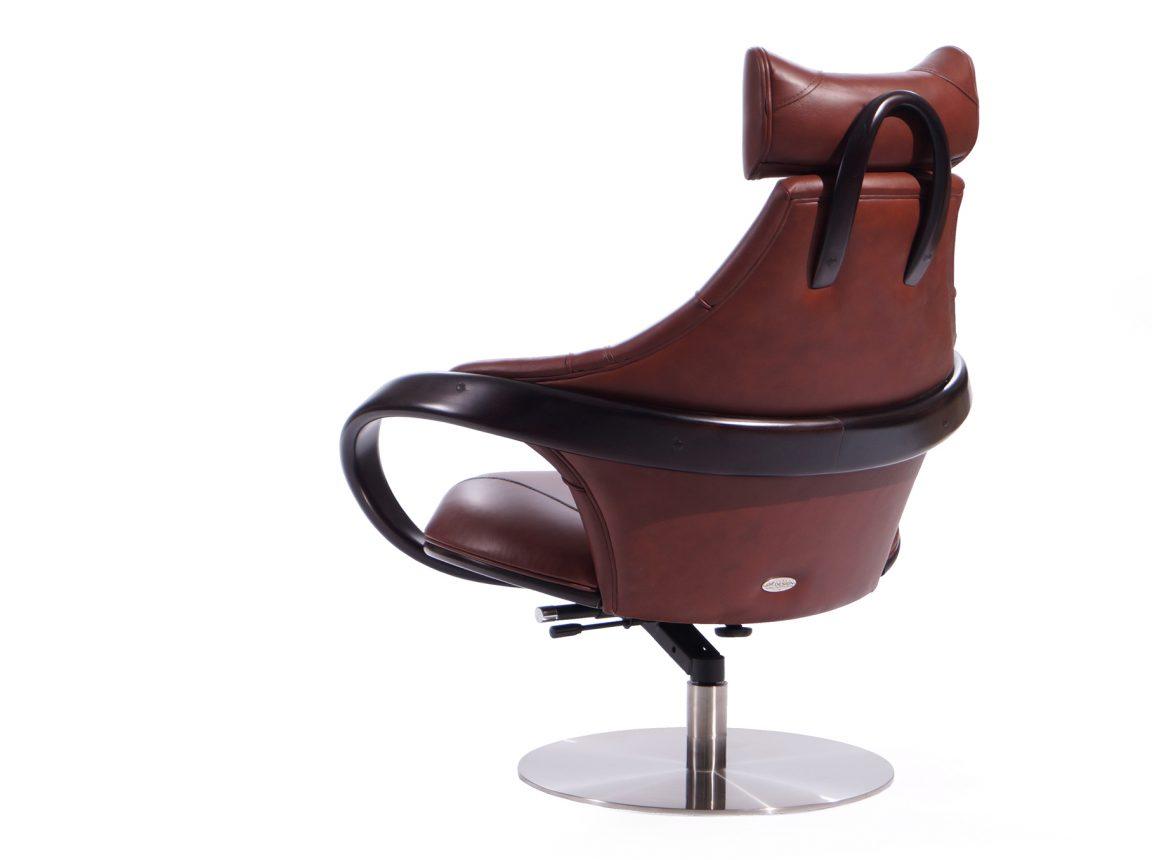 Деревянное кресло-качалка для дома