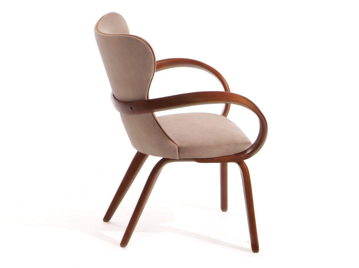 Рыжий стул для обеденной зоны