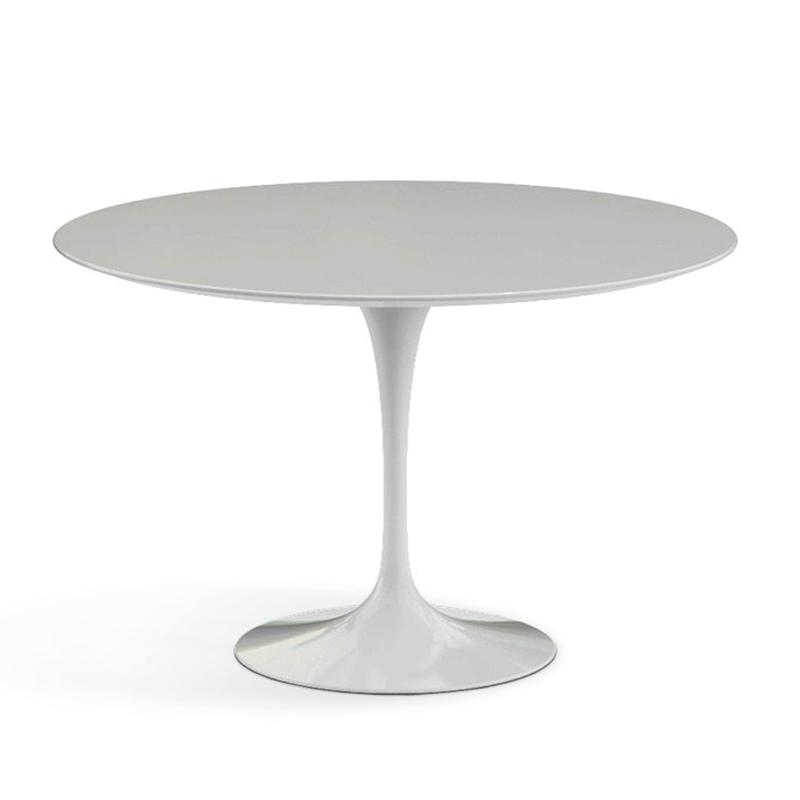 красивый белый круглый стол