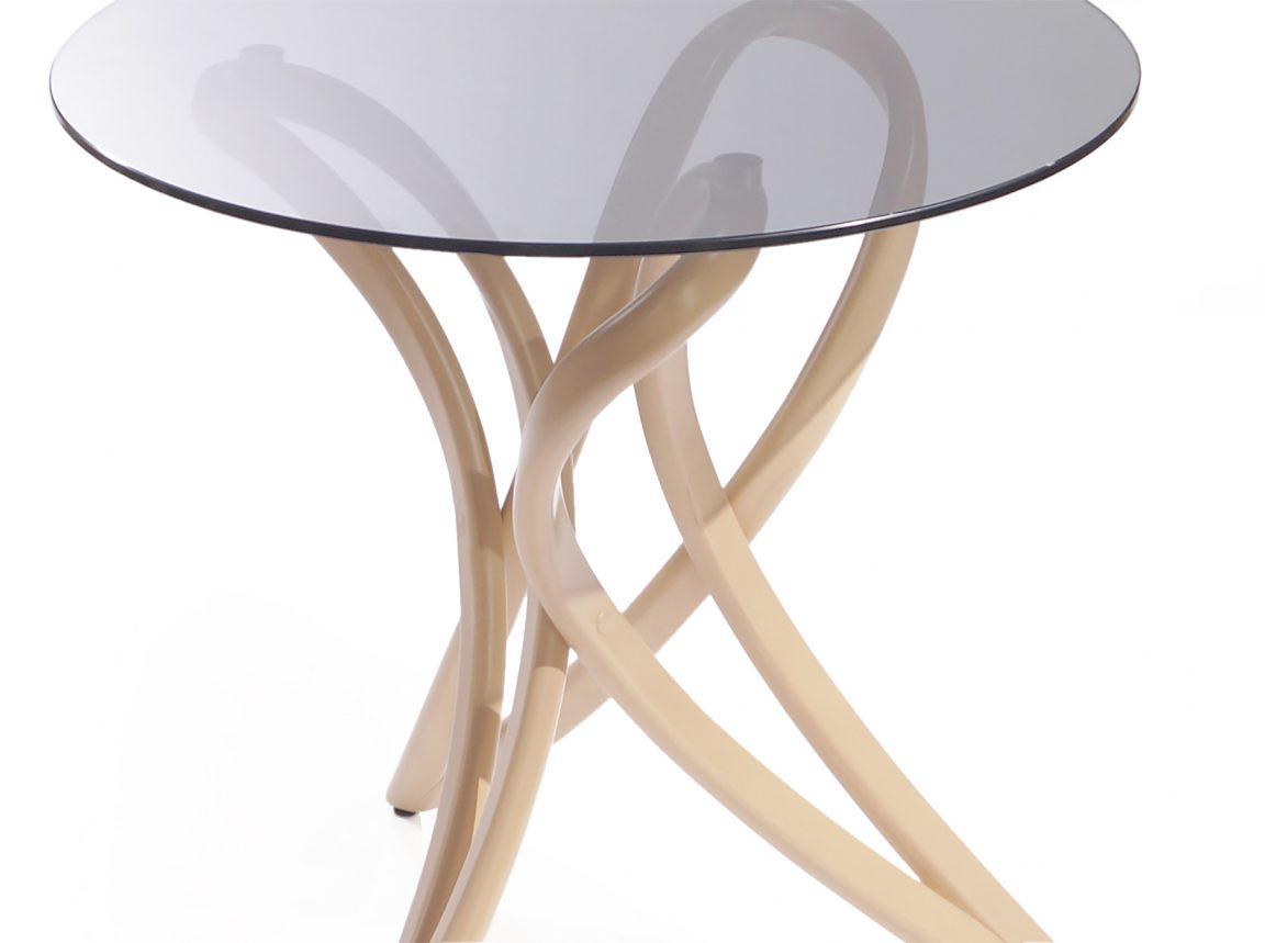 Элегантный круглый столик из дерева
