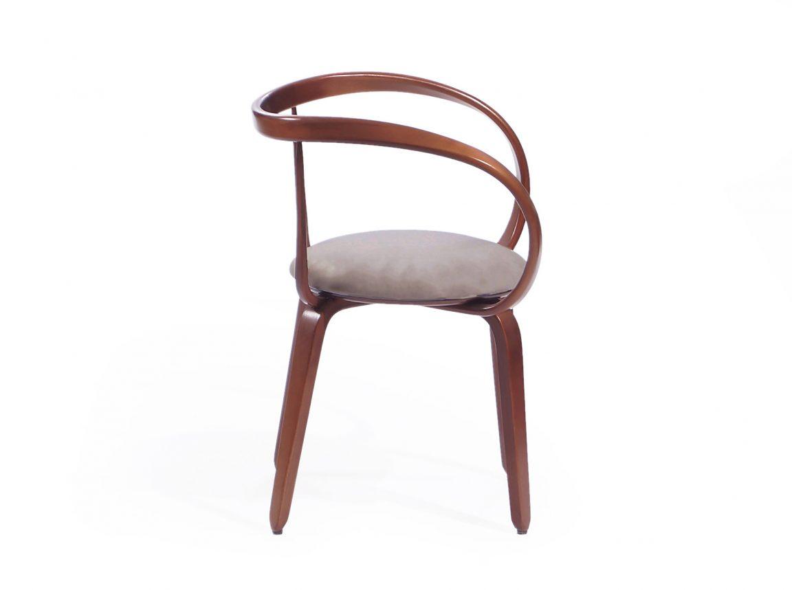 Изящный невесомый стул классический