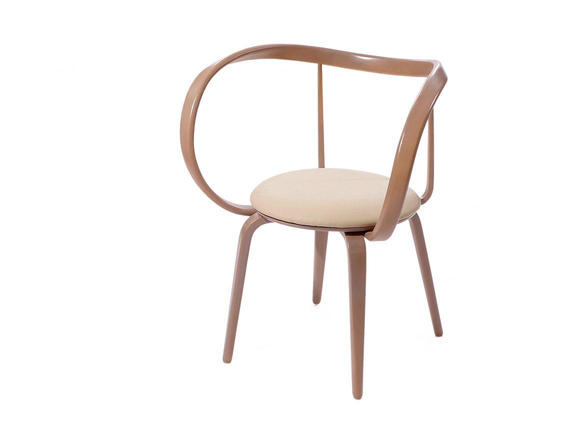 Оригинальный стул из гнутого массива