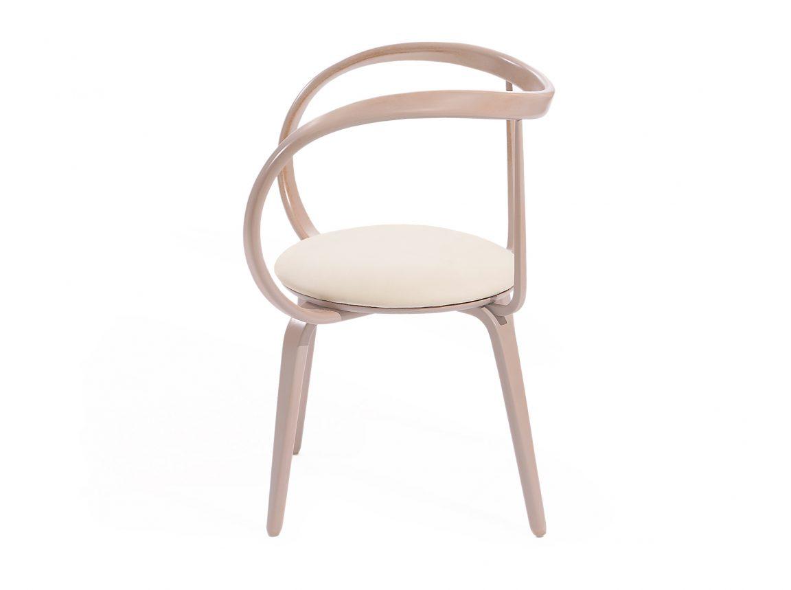 Изысканный стул из гнутого массива