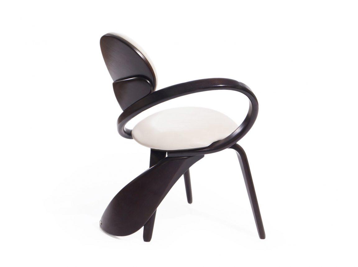 Красивый стул из массива венге