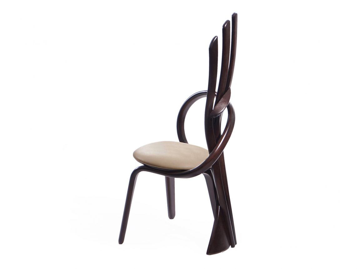 Модные стулья коричневые в кухню