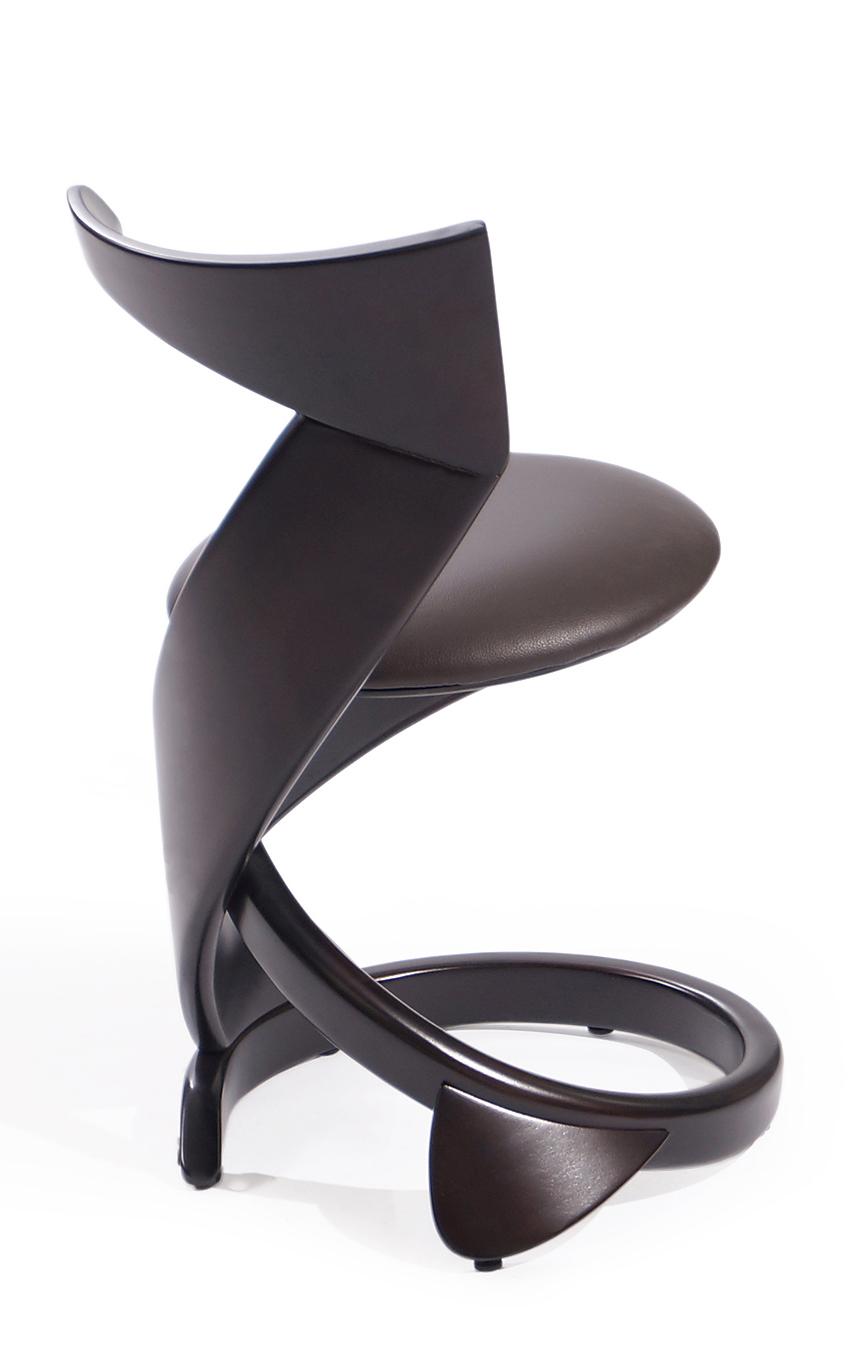 высокий мягкий стул