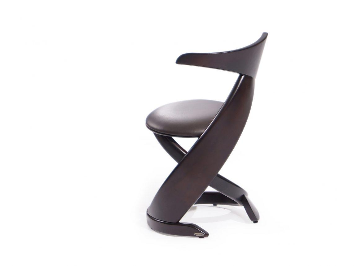 Дизайнерский стул изогнутой формы