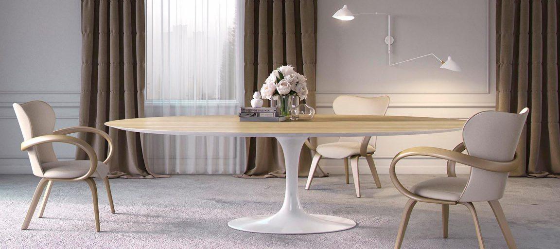 Большой овальный стол со стульями