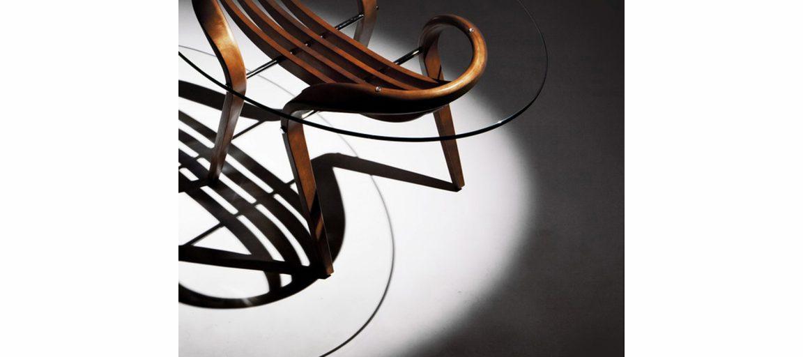 Универсальный столик из натурального дерева