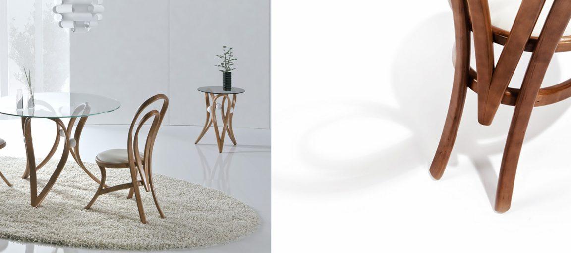 Изогнутые светлые стулья со столом
