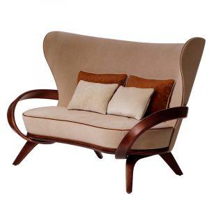 Бежевый диван с деревянными подлокотниками