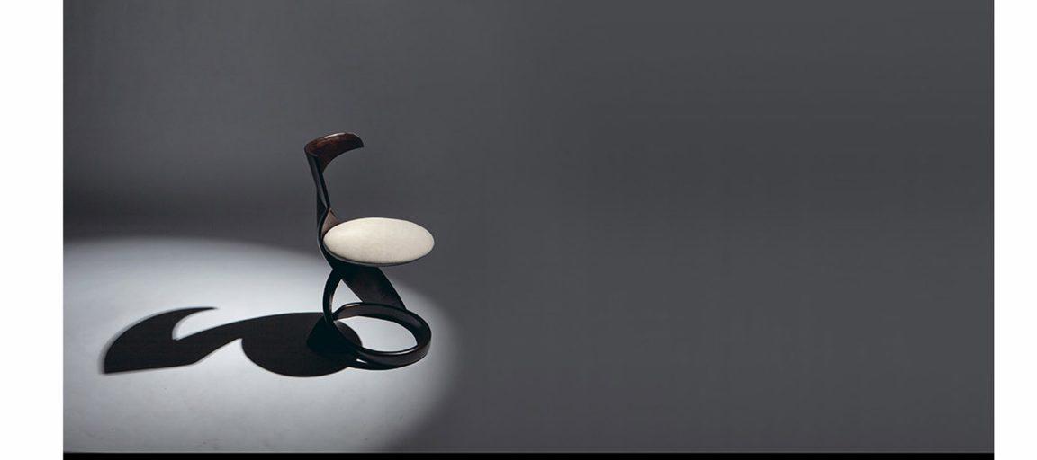 Изысканные стульчики черные на кухню