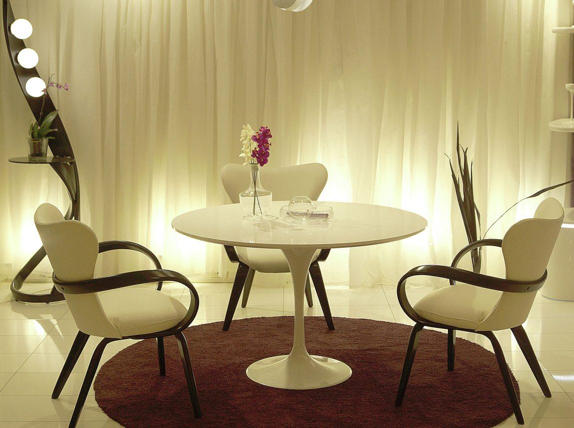 невесомый интересный овальный стол
