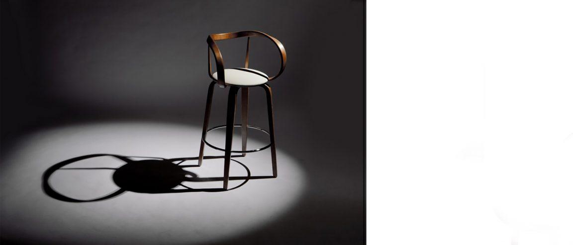 элитный стул с плавными линиями