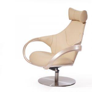 кожаное бежевое кресло для отдыха