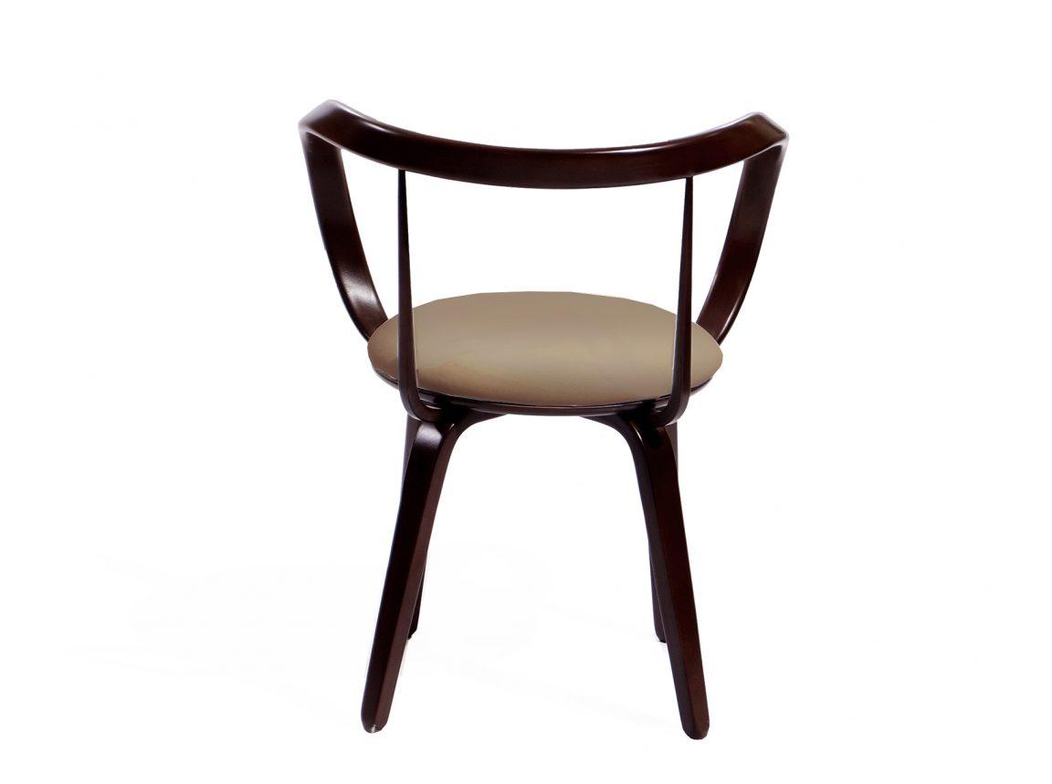 Выразительный стул изогнутой формы