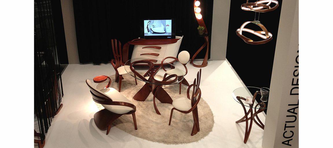 Легкие невесомые стулья со столом