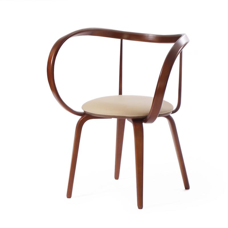 Необычный стул изогнутый на кухню
