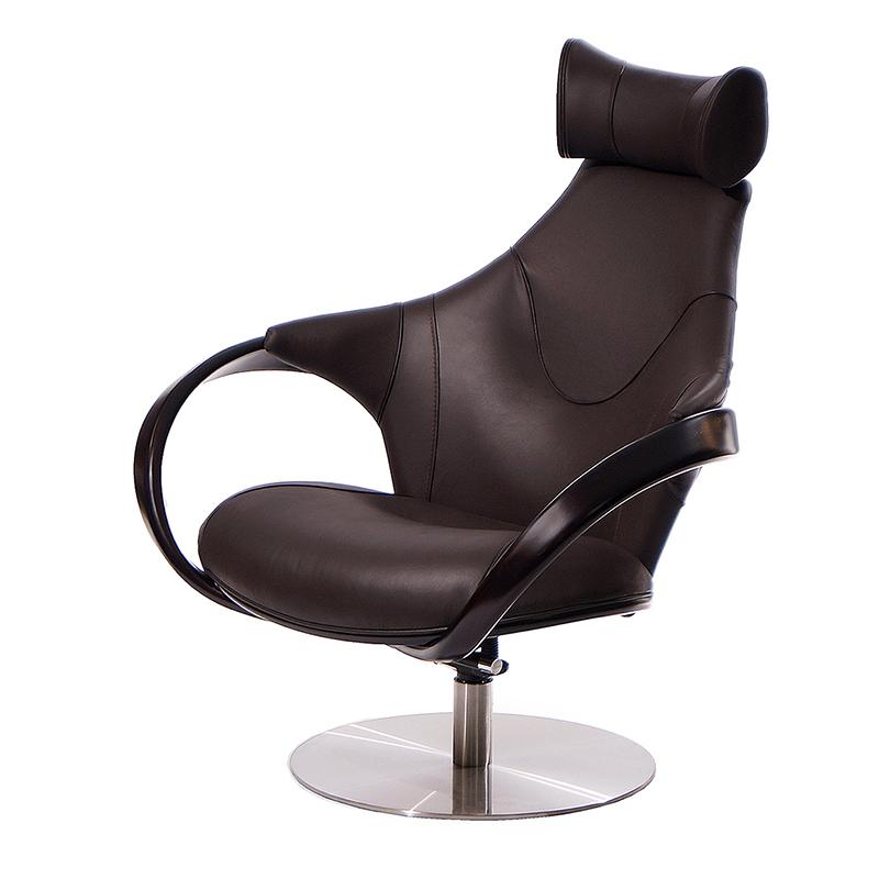 Коричневое кресло в натуральной коже