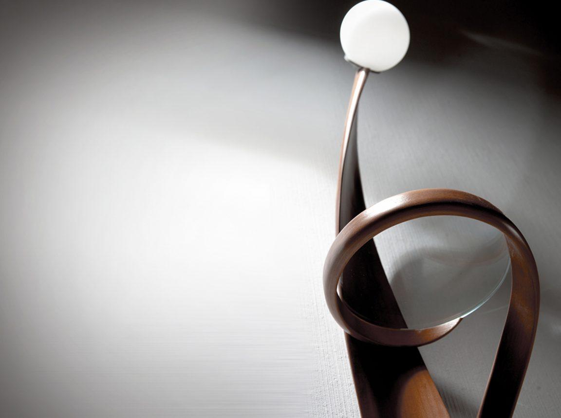 Дизайнерское бра изогнутой формы