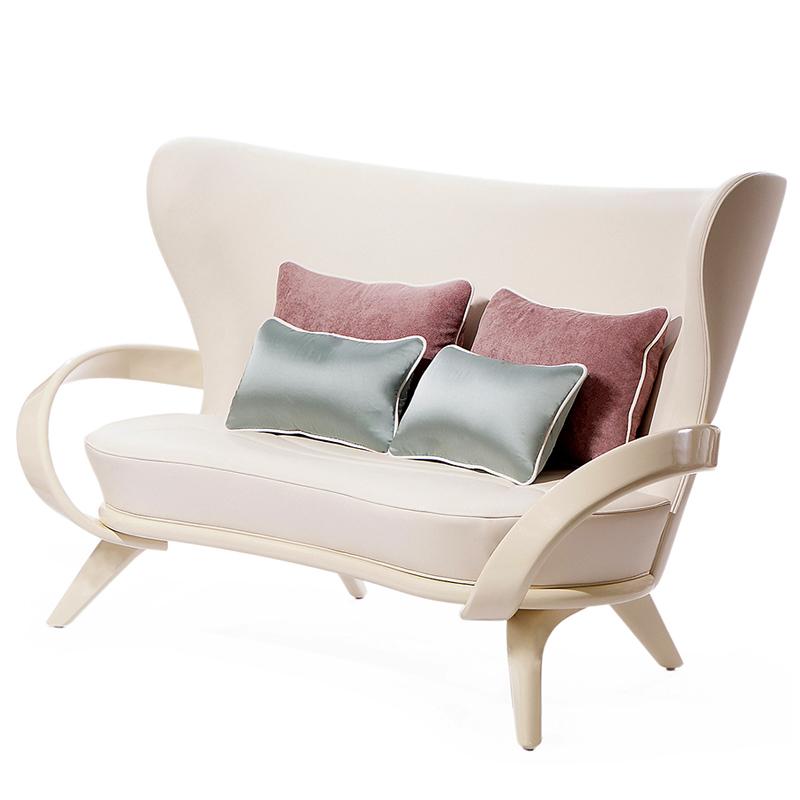 Удобный диван нестандартной формы