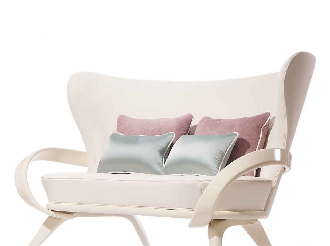 Изысканный белый диван классический