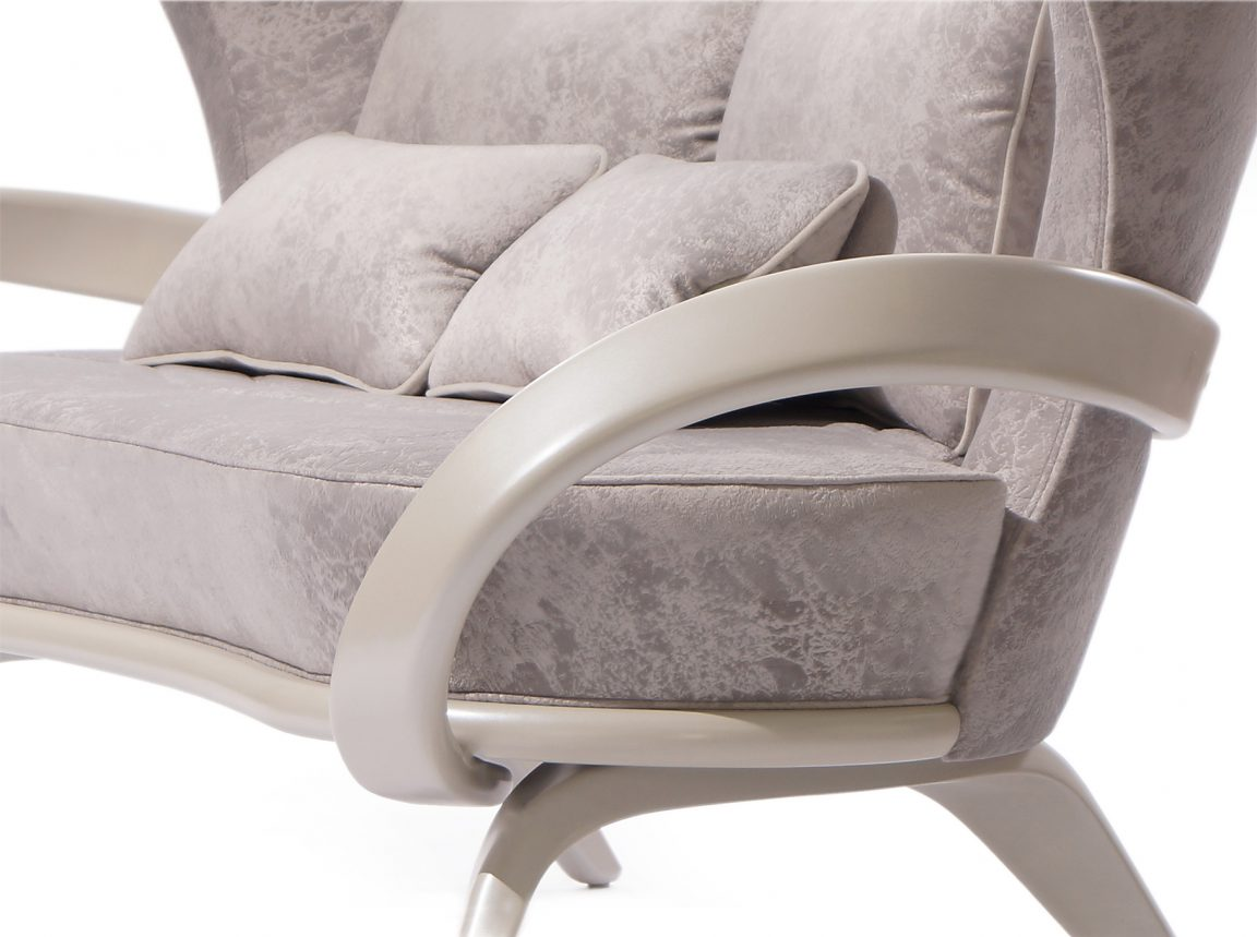 Воздушный диван жемчужного оттенка