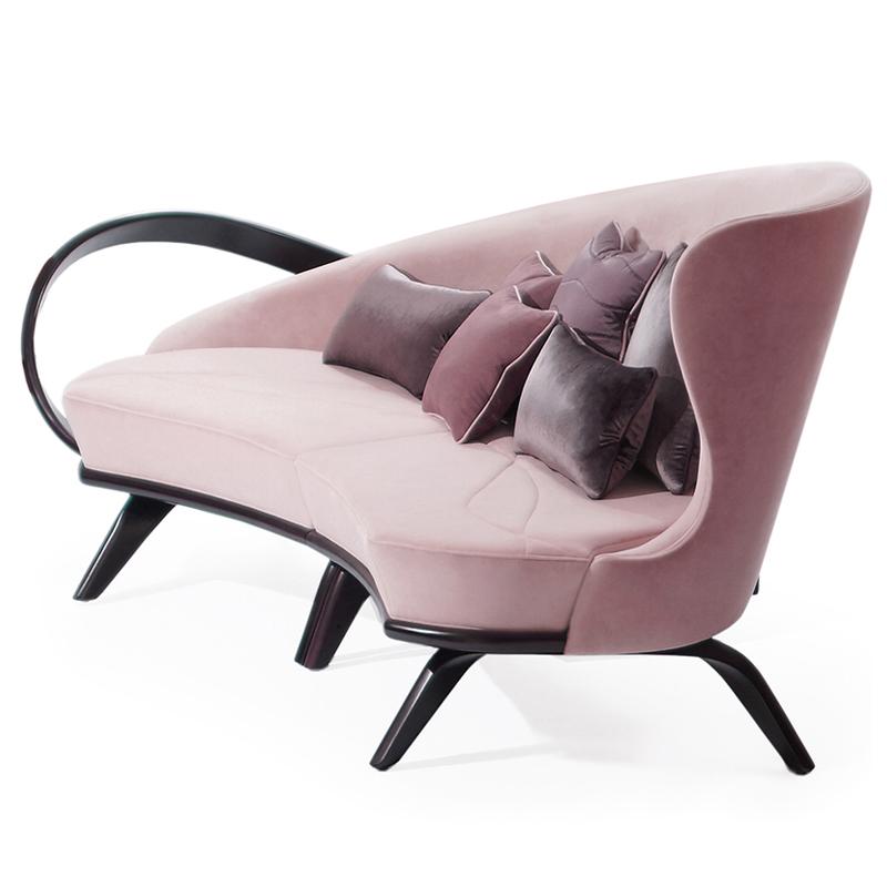 Нежный розовый диван большой