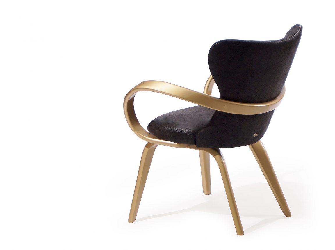 Роскошный черный стул с подлокотниками