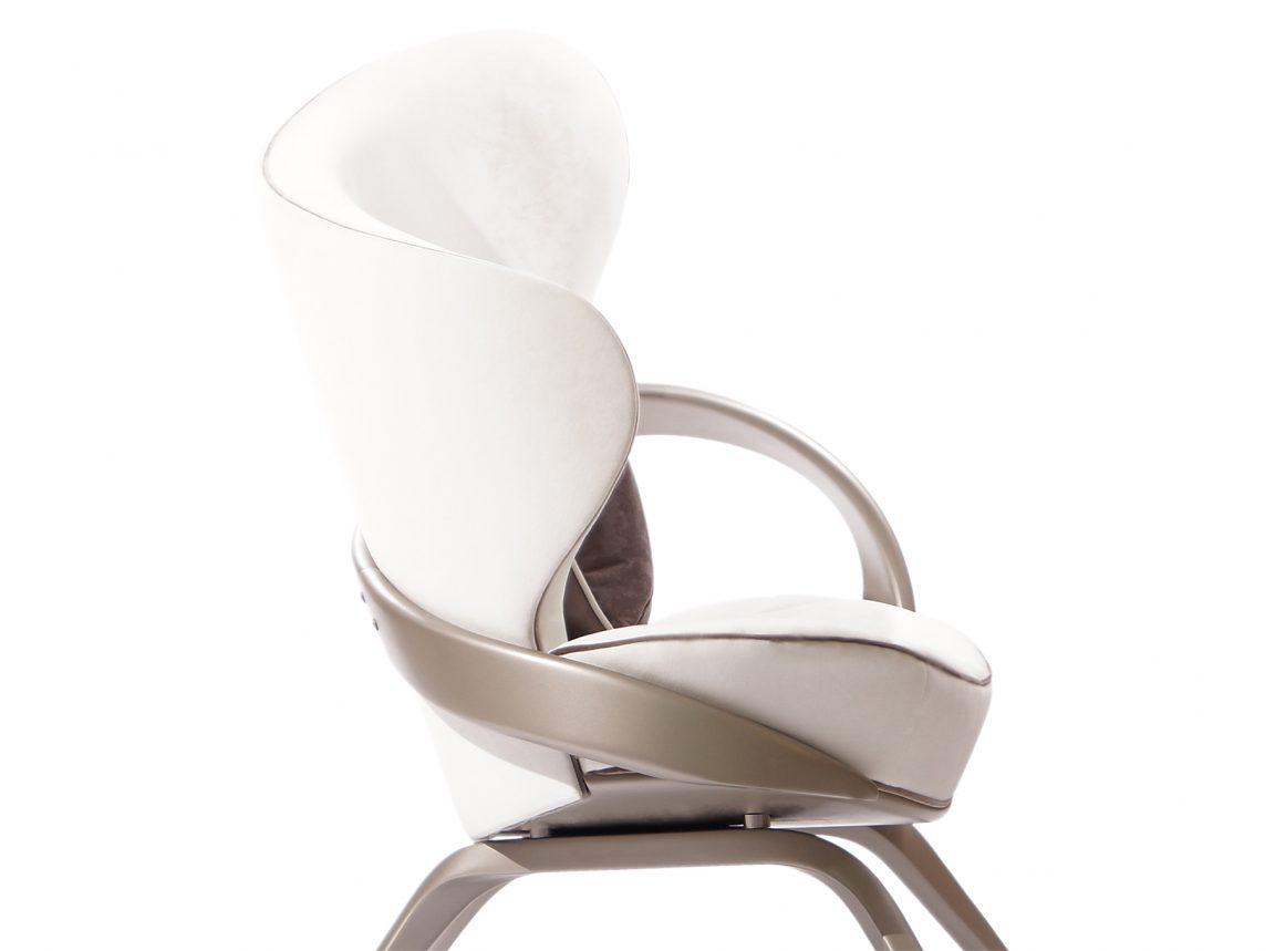 Мягкое кресло в угол