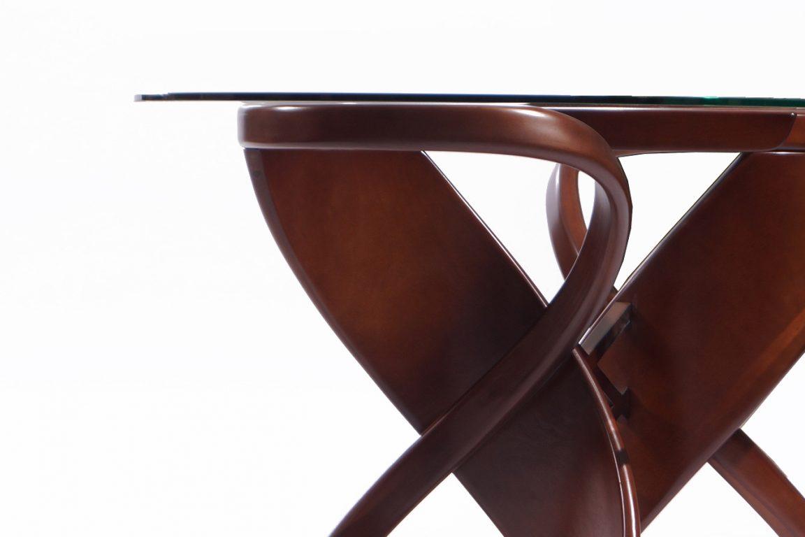 прозрачный стеклянный стол необычный