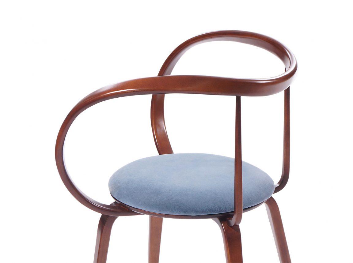 Дорогой стильный стул из дерева