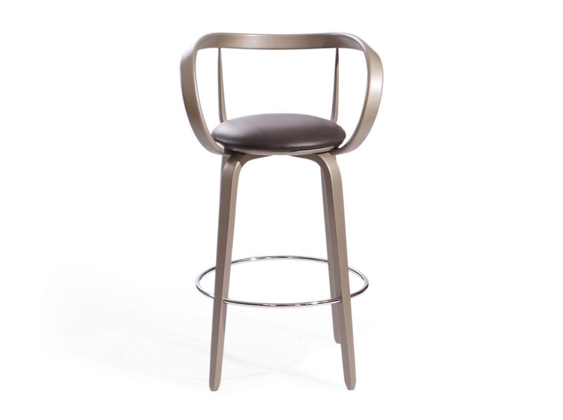 Высокий стул в барную зону
