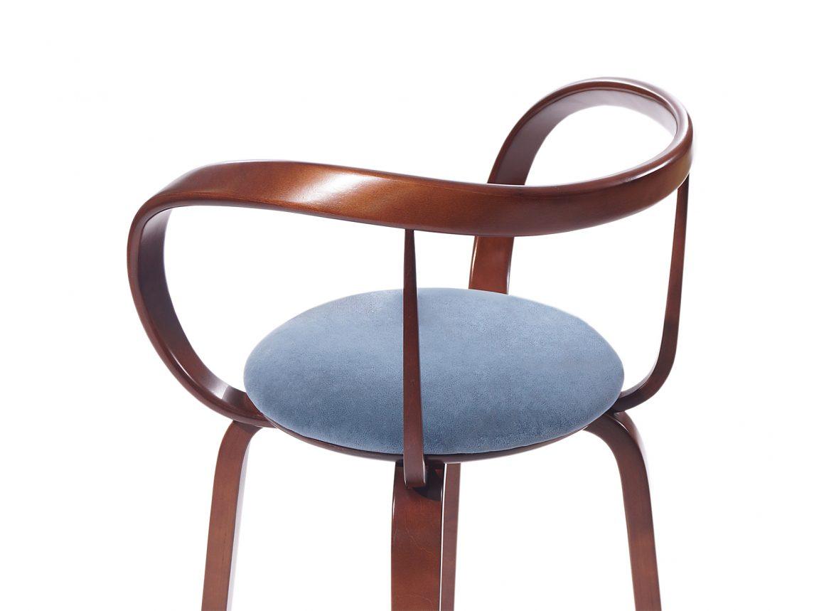 Барный стул со светлым сидением