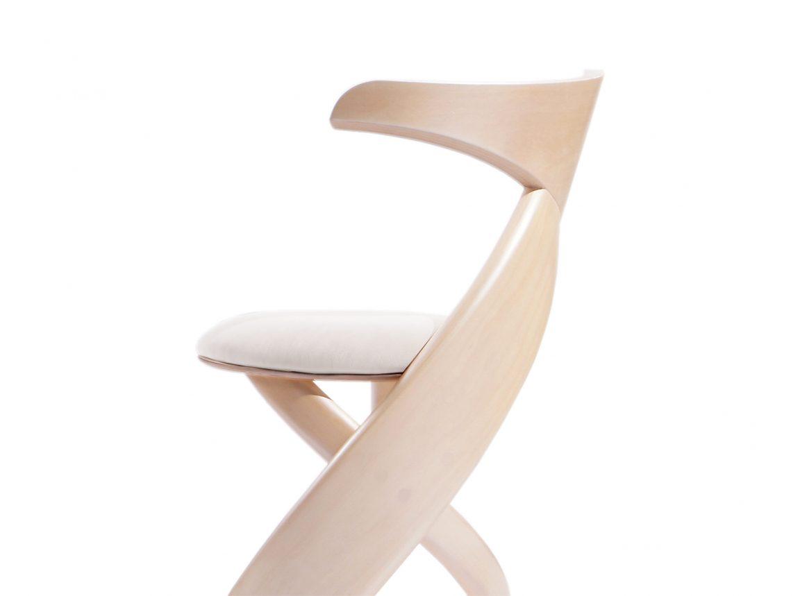 Стильный деревянный стул из гнутого массива
