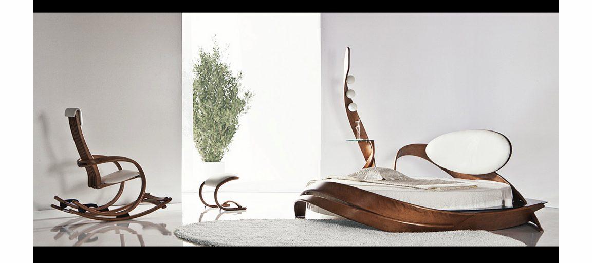 Дизайнерский пуфик изогнутой формы