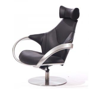 Стильное кресло в черной коже