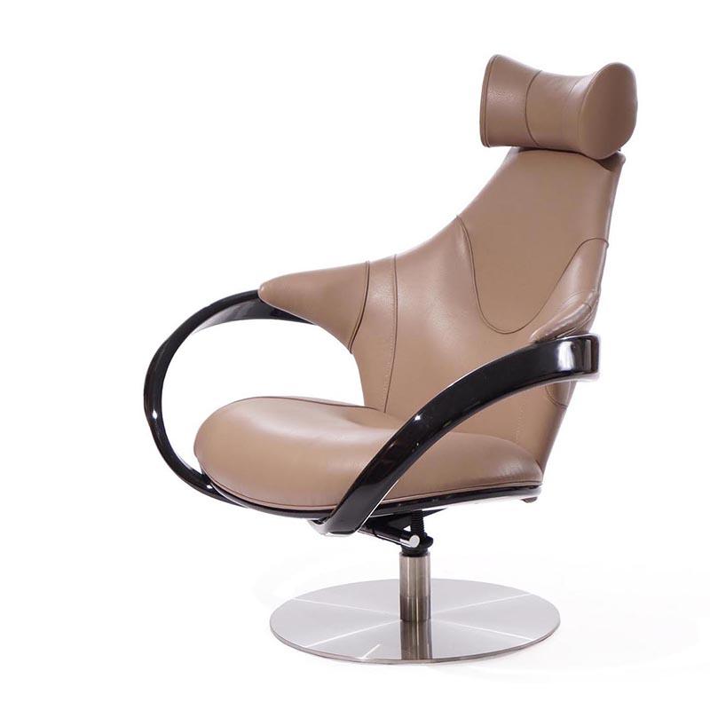 Универсальное крутящееся кресло бежевое