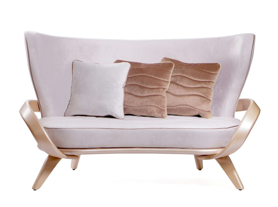 Классический диван удобный светлый