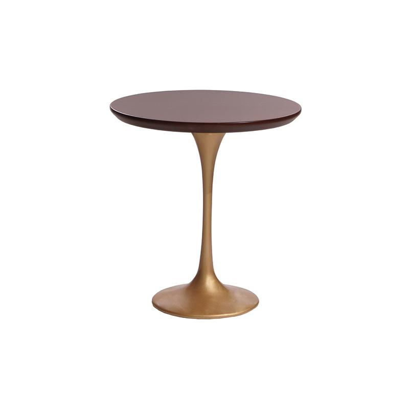 Классический кофейный столик с золотом