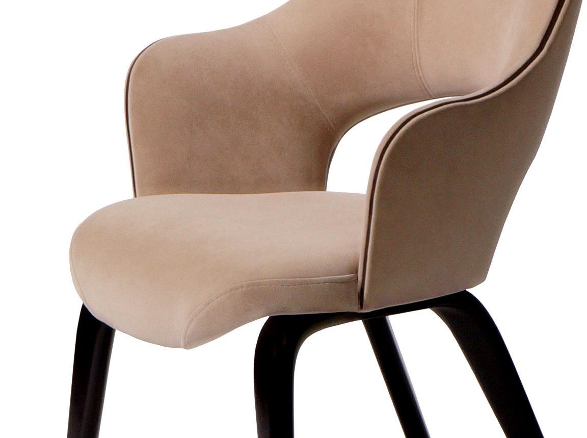 Бежевый стул в современном исполнении