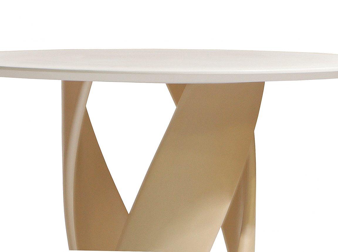 красивый стол обеденный из массива