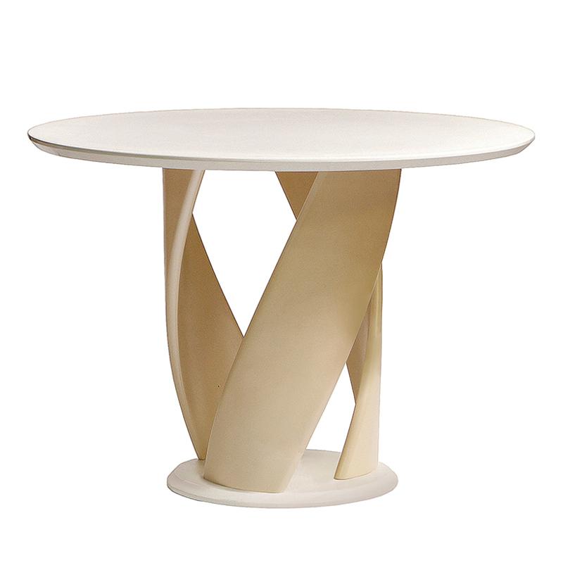 Светлый обеденный стол деревянный