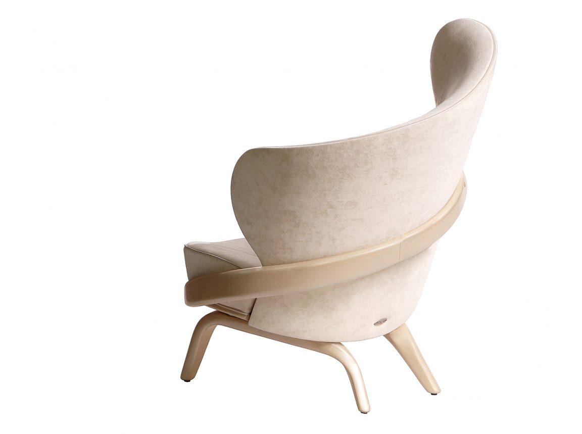 Мягкое кресло из натурального дерева