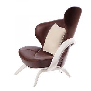 Дизайнерское асимметричное кресло с подлокотником из массива