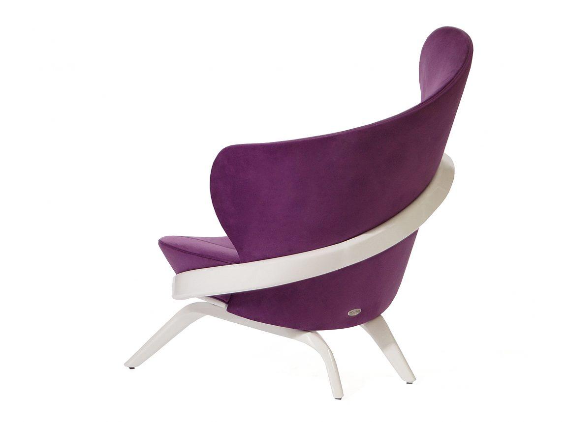 Фиолетовое кресло необычной формы