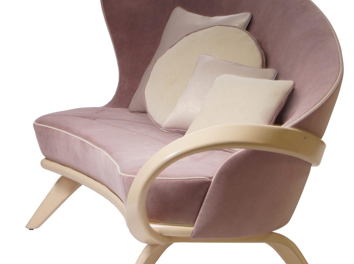 Полукруглый диван с высокой спинкой